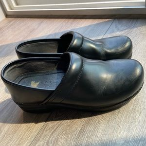 Dansko Classic Professional Black Leather Clogs 41